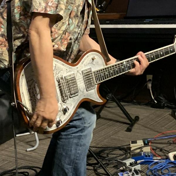 テレ(Elu_、EIRU、ボーカル、ギター)のユーザーアイコン
